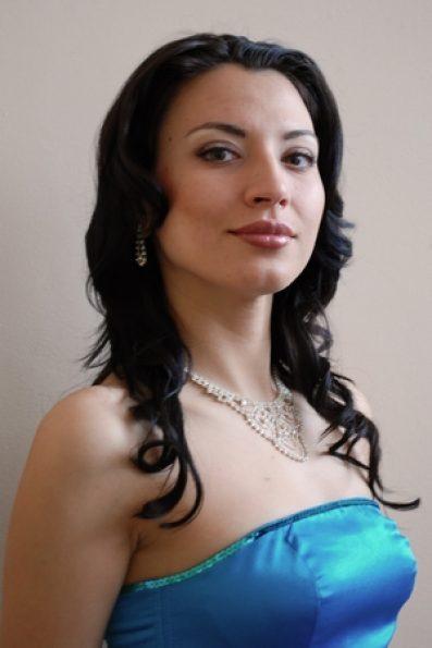 viktoriya Romanova 2 vert